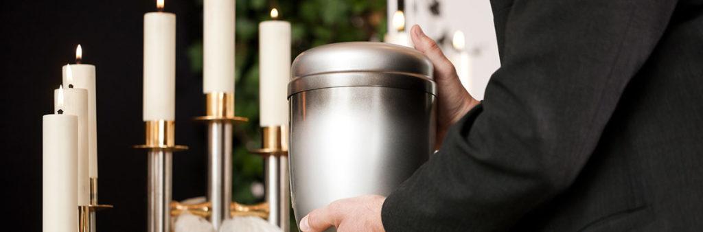 Bestattung urne vor kerzen muenchen
