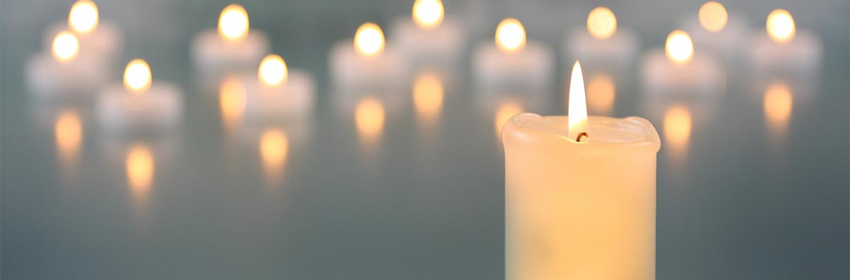 Kerzenlicht bei einer Feuerbestattung in München